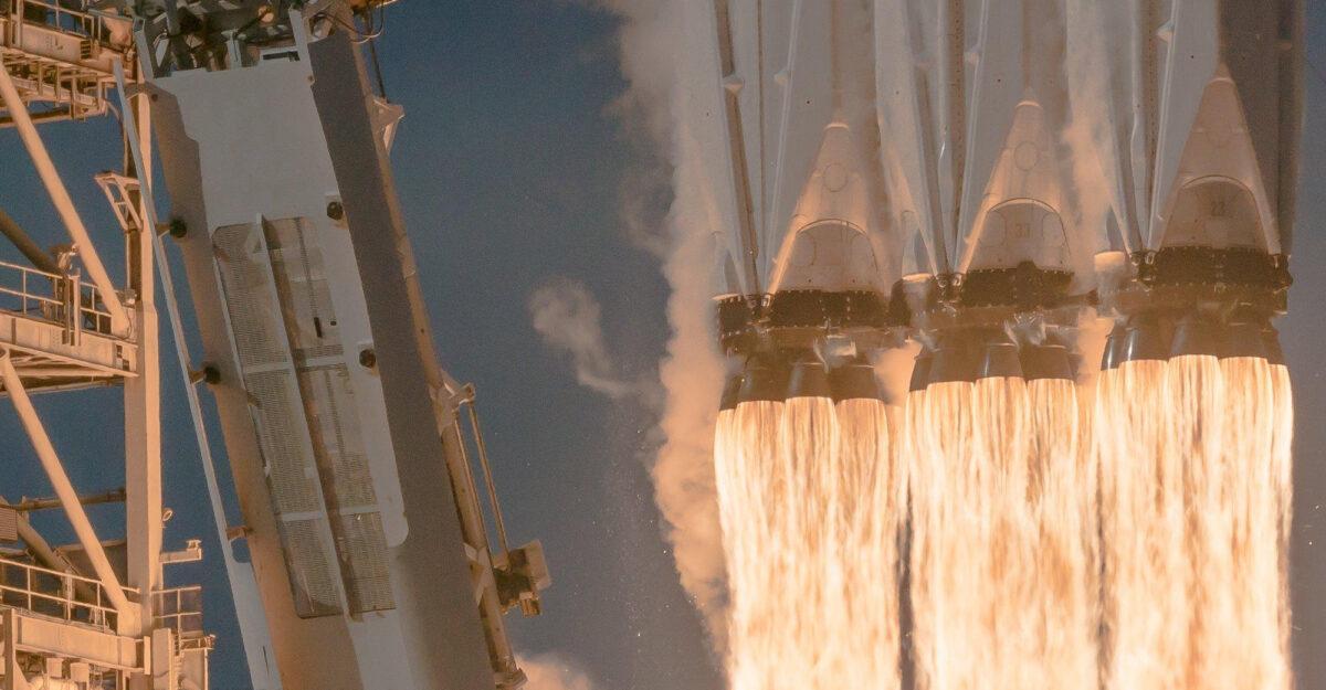 Falcon Heavy despegando